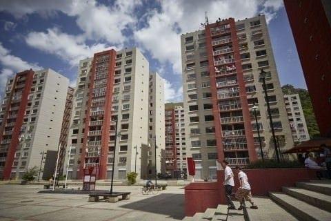 La torre 19 de este urbanismo, según los vecinos, está completamente invadida. Cristian Hernández/Crónica Uno