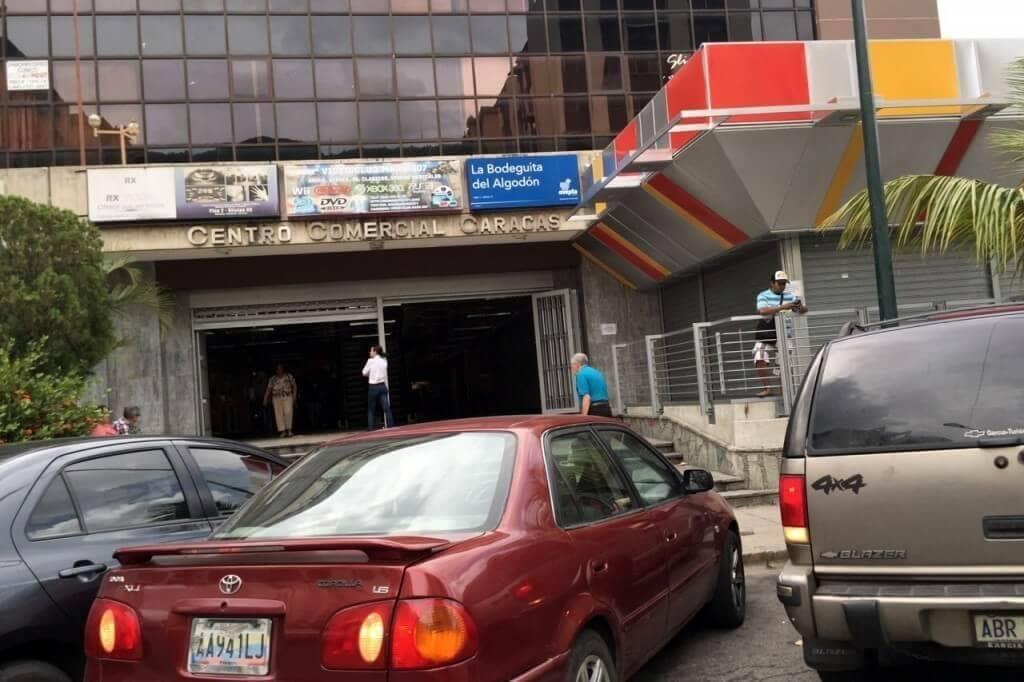 Robos de vehículos, motos y celulares es el principal delito cerca del centro comercial Caracas. Crónica.Uno/Yohana Marra