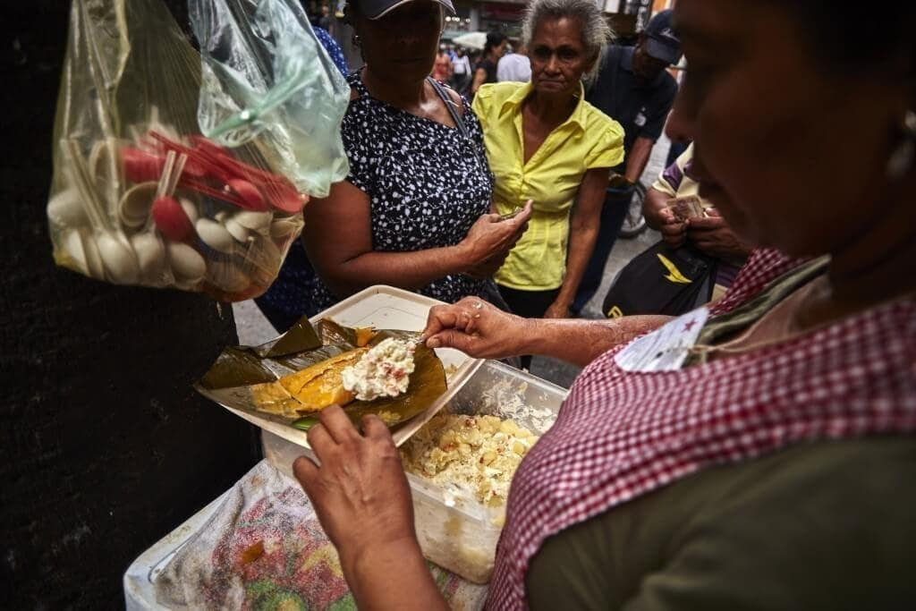 Las vendedoras de hallacas señalan que este año las ganancias no serán iguales