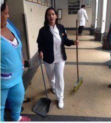 enfermeras limpiando