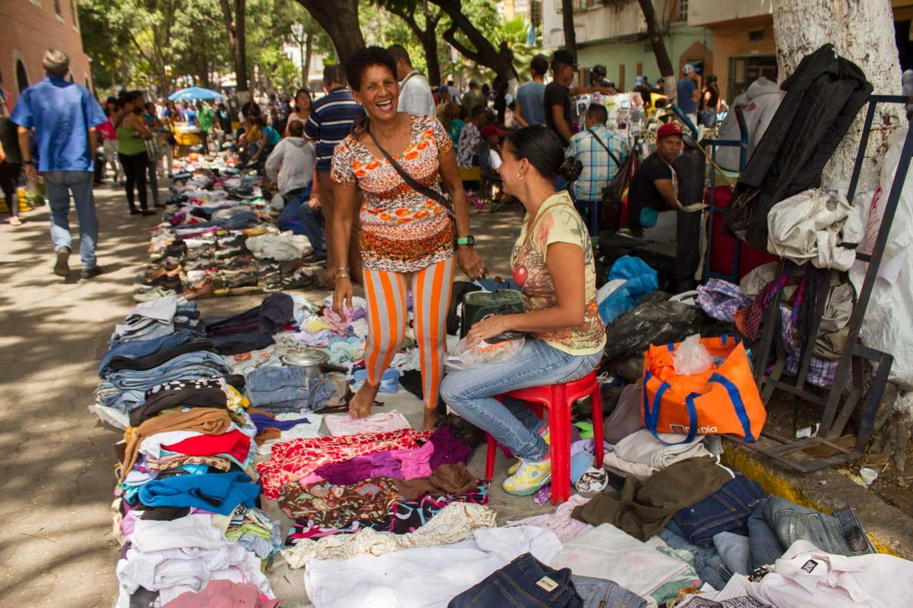 Ante la crisis comprar ropa usada es una opción · f9f1d84c9c80