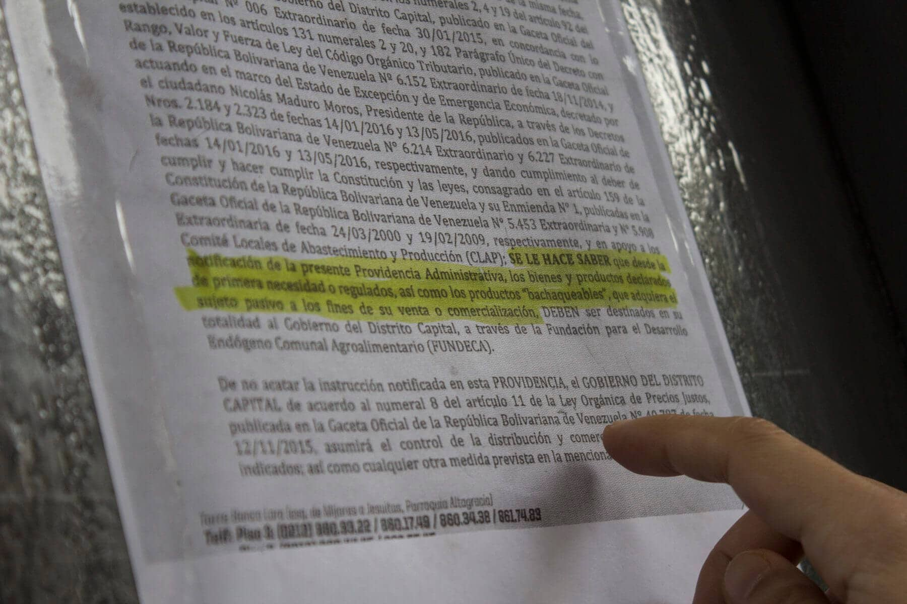 b3ccd0e12 En los comercios del centro de Caracas están las notificaciones que indican  que los productos sensibles serán para el Gobierno del Distrito Capital