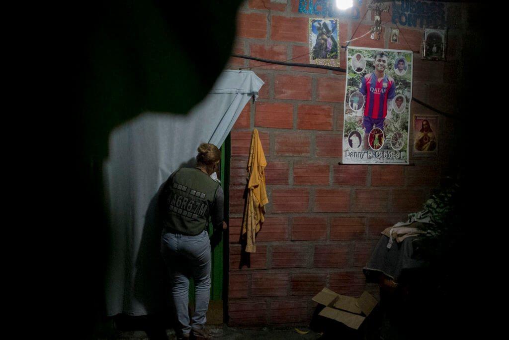 """Elvira Cubides, madre de Danny, dice que """"lo que se hace en este país es una burla para los enfermos""""."""
