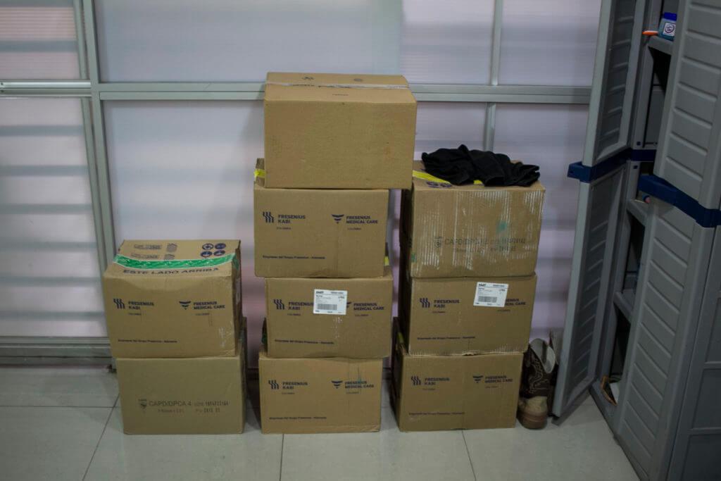 Por la escasez, la ONG recibe ayudas de personas que les donan medicinas.