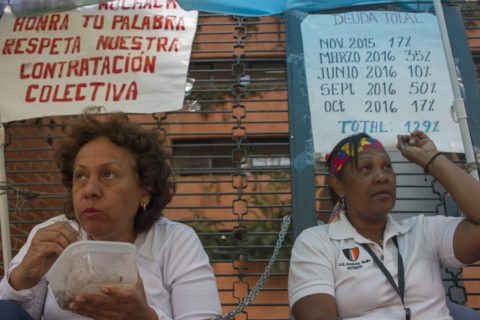 Docentes exigen el pago total correspondiente a la deuda salarial generada desde octubre de 2016