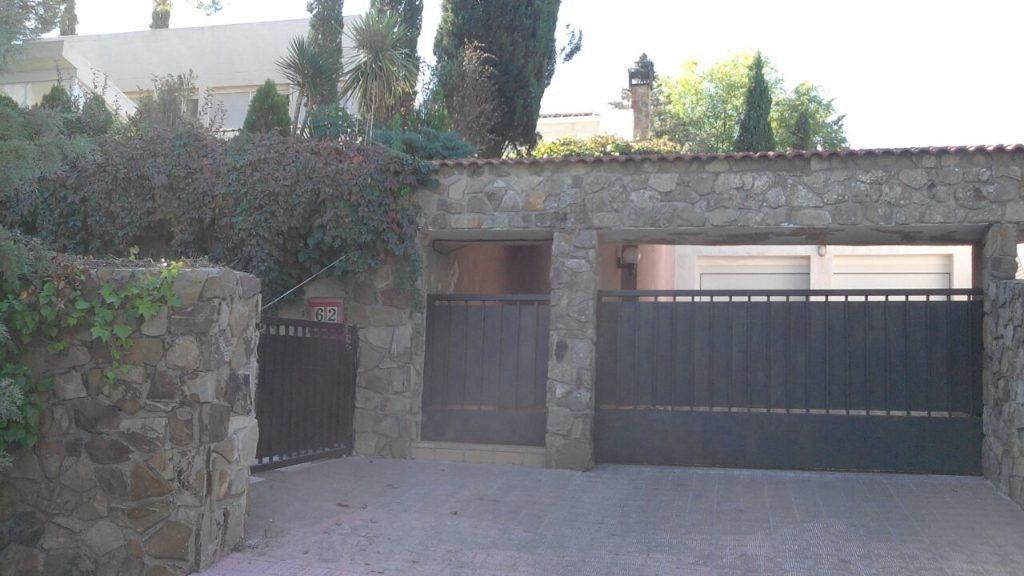 Esta es la fachada de la casa que se encuentra en la dirección que la empresa española Gissa Espale sl reporta como dirección de oficina