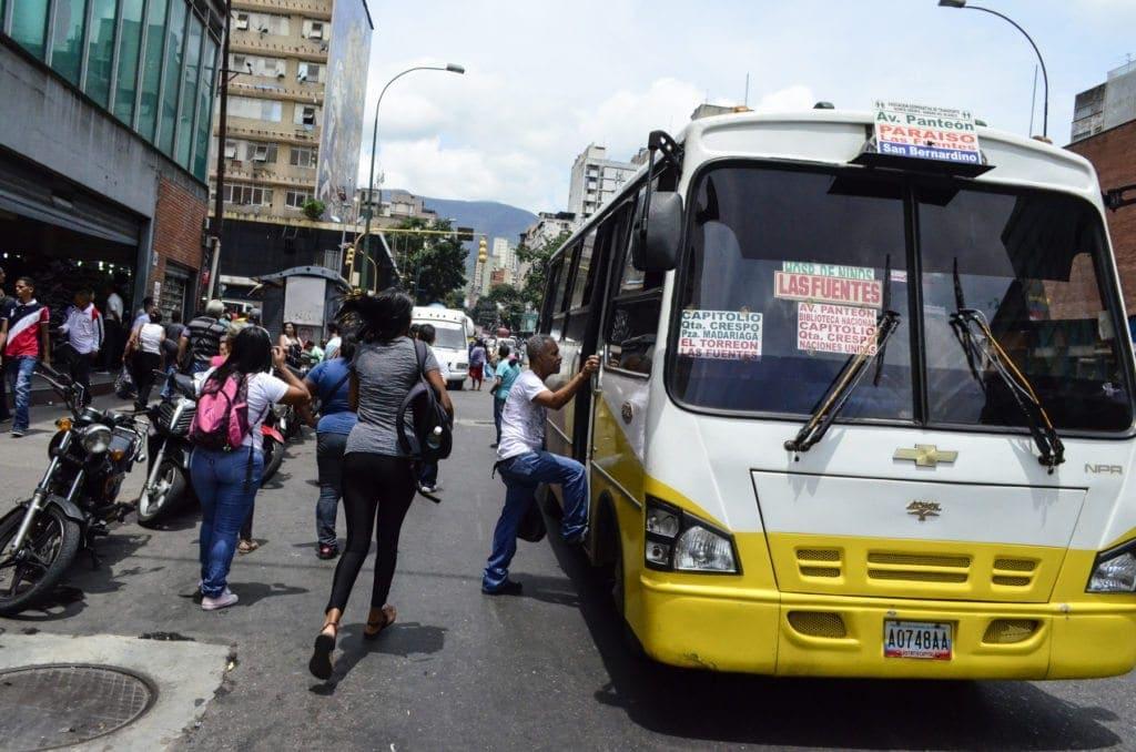 Recorrido de transporte - Av. Baralt<br /> Foto: Luis Miguel Cáceres / Crónica Uno
