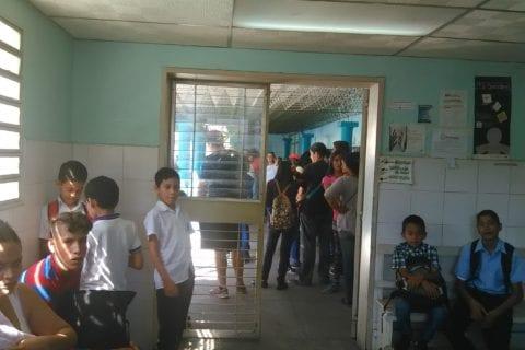 Caraboboeños se desvelan por vacunas contra la difteria.