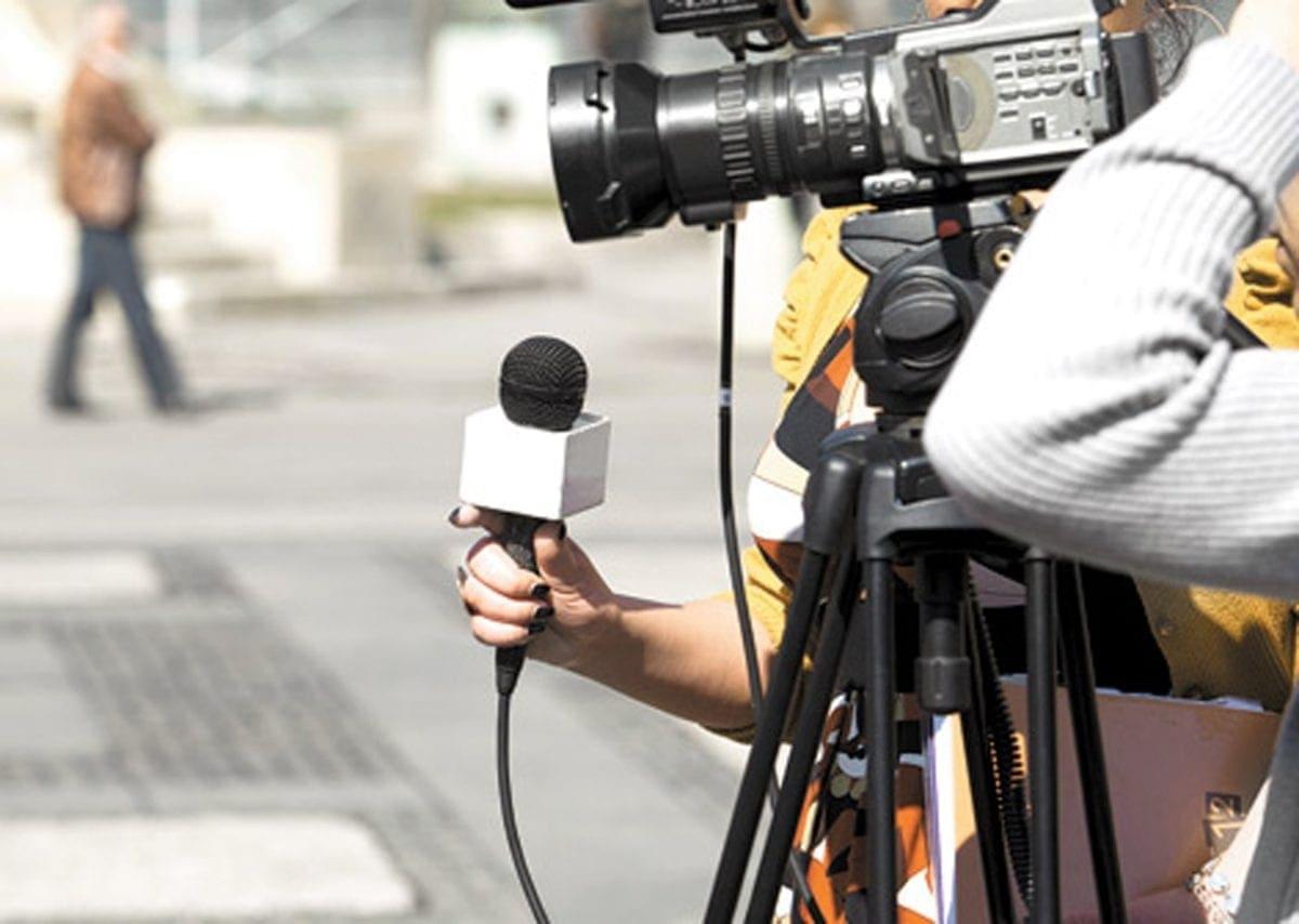 Le rompieron la cara a golpes a periodista polaco: acusan al Faes