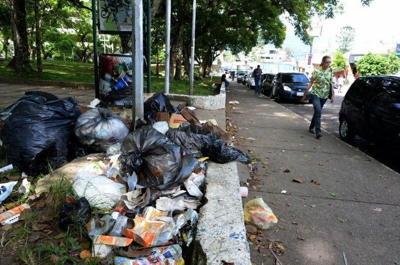 basura y huecos San Cristóbal