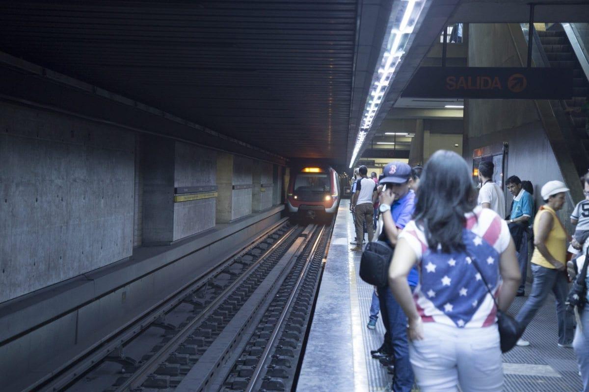 Servicio de Metro fue restablecido luego de ser suspendido por activación de bomba lacrimógena