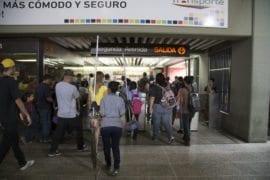 Fuerte retraso en el Metro de Caracas se debe a falla de transmisión de datos
