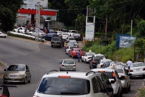 Tachirenses invierten un tercio del día para surtirse de gasolina