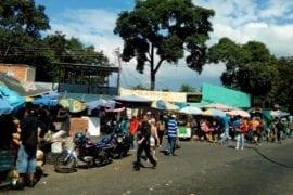 Ciudadanos prefirieron hacer cola en los mercados | Aragua