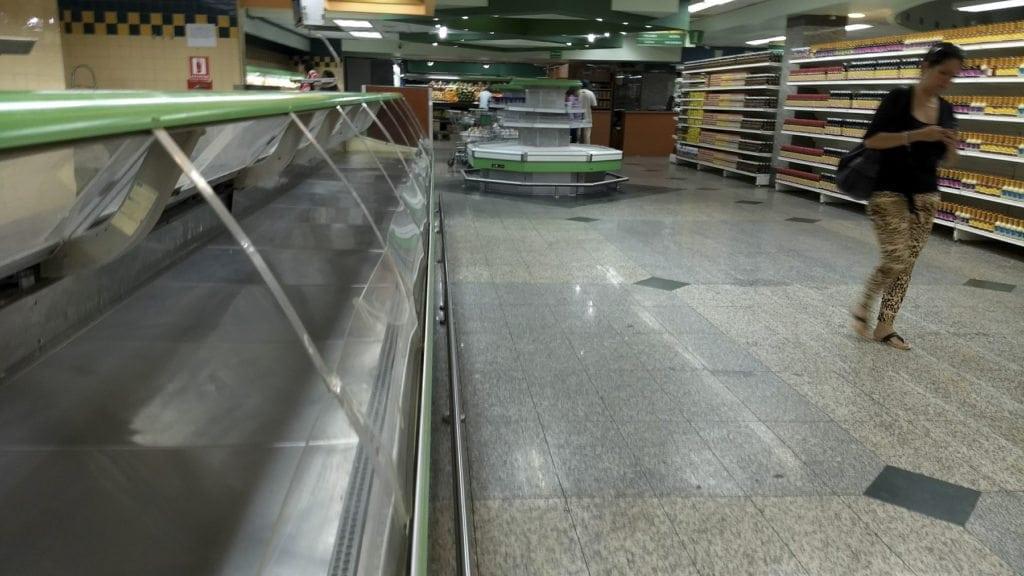 recorrido, supermercados, vacios, anaqueles, escasez.