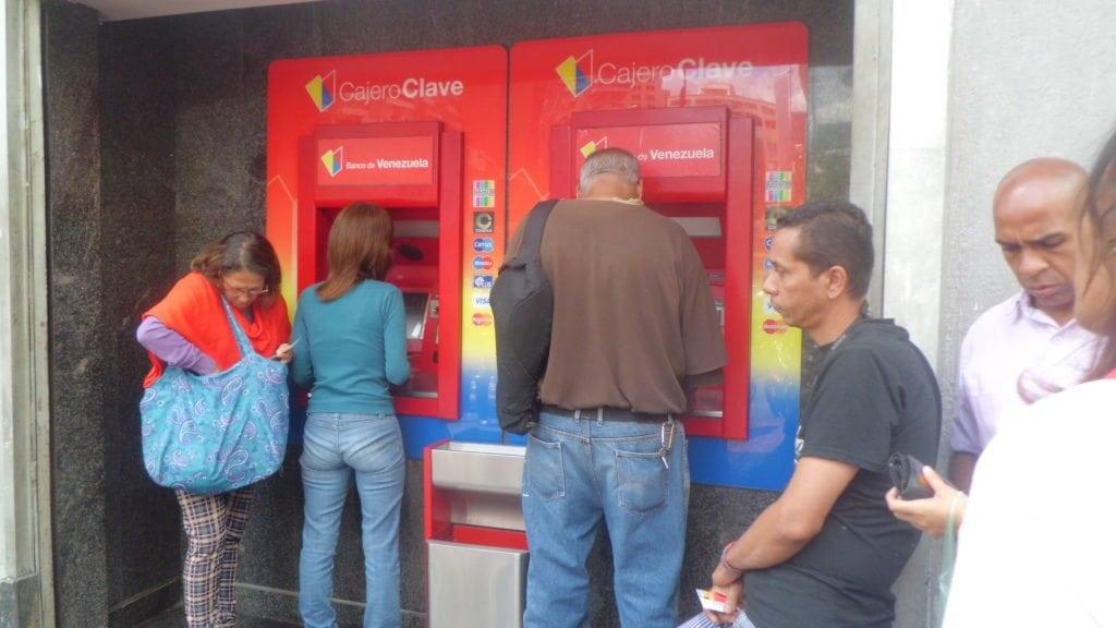 Restablecidos parcialmente algunos servicios del banco de for Oficina del banco de venezuela