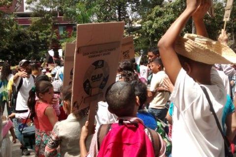 """El carnaval de los escolares caraqueños se """"disfrazó"""" de Clap, Misión Vivienda y Canaimitas"""
