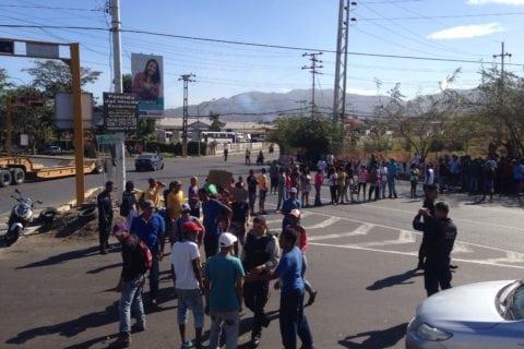 En Puerto La Cruz vecinos protestaron por fallas en la entrega de los Clap