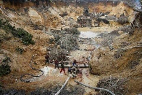 Ejército mata a 18 personas en una mina de Guasipati