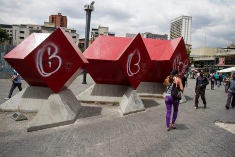 En las obras de arte del Metro de Caracas se mimetizan la destrucción y la falta de mantenimiento