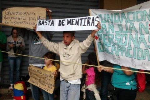 70 familias protestaron en la sede de Hábitat y Vivienda de Distrito Capital