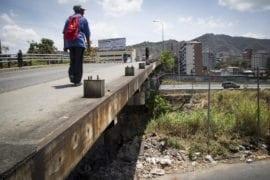 Puentes Santander y 9 de Diciembre en El Paraíso continúan sin barandas metálicas