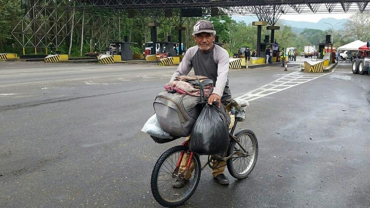 Carupanero viaja a Isnotú en bicicleta para agradecer al Siervo de Dios