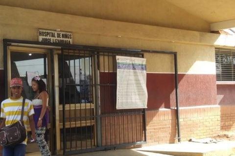 Tres niños hospitalizados en UCI de la Chet podrían perder la vida por falta de electricidad