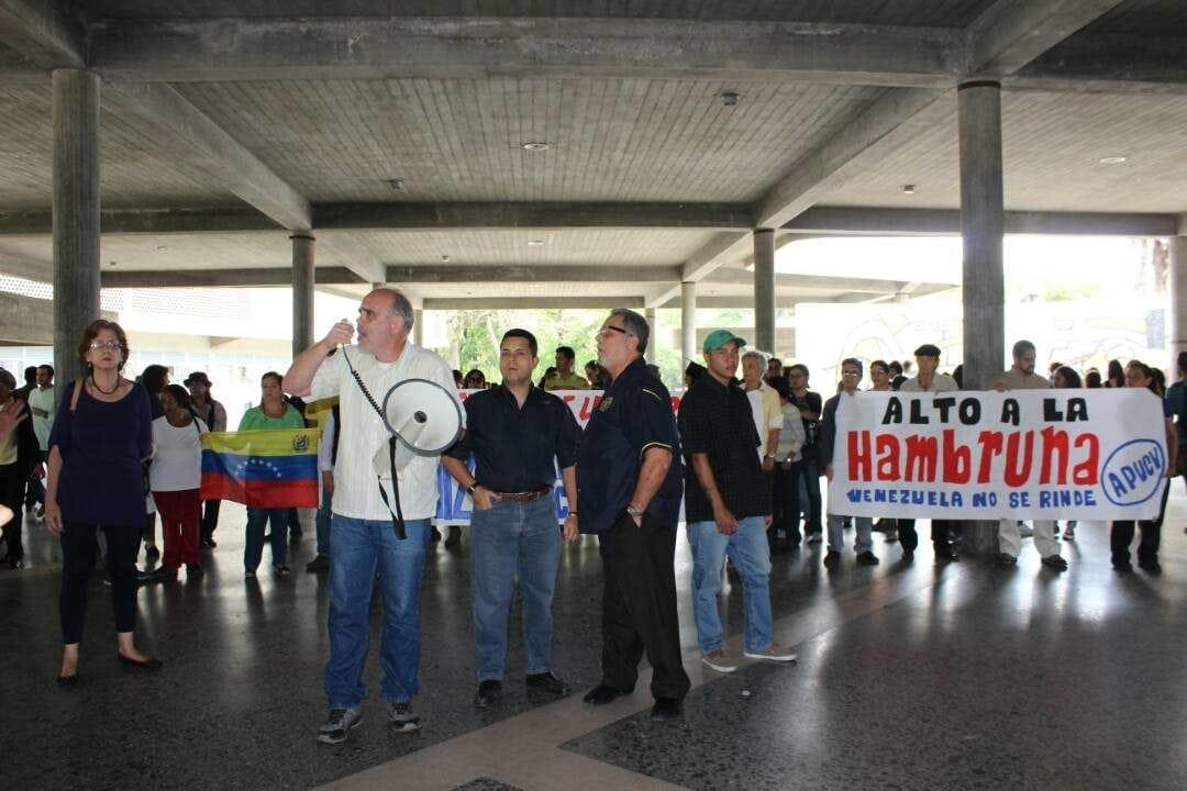 protesta profesores de la ucv