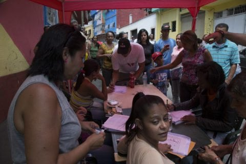 MUD denuncia que en 89% de los centros electorales exigen el carnet de la Patria
