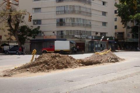 Megahueco en la avenida Victoria cumple un mes y la obra continúa inconclusa