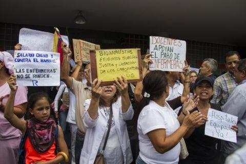 Personal de enfermería y docentes universitarios se unieron por la lucha salarial.