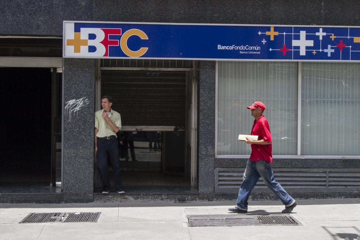 banca   ajustes   reconversión monetaria