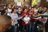 estudiantes piden aumento de becas