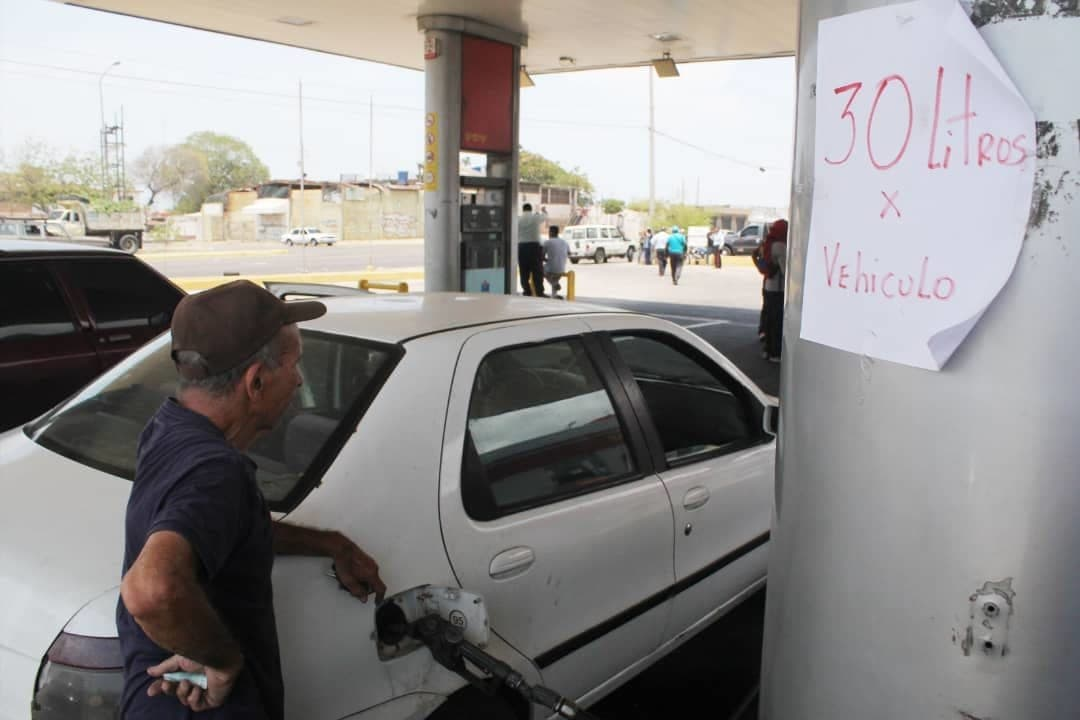 Gasolineras exclusivas a transportistas de Maracaibo