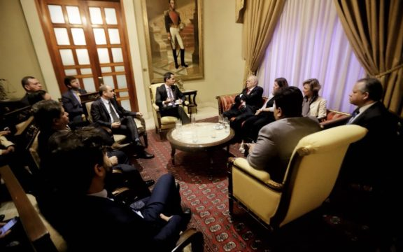 Guaido-Iglesias-cortesia-@Presidencia_VE-576x360.jpg