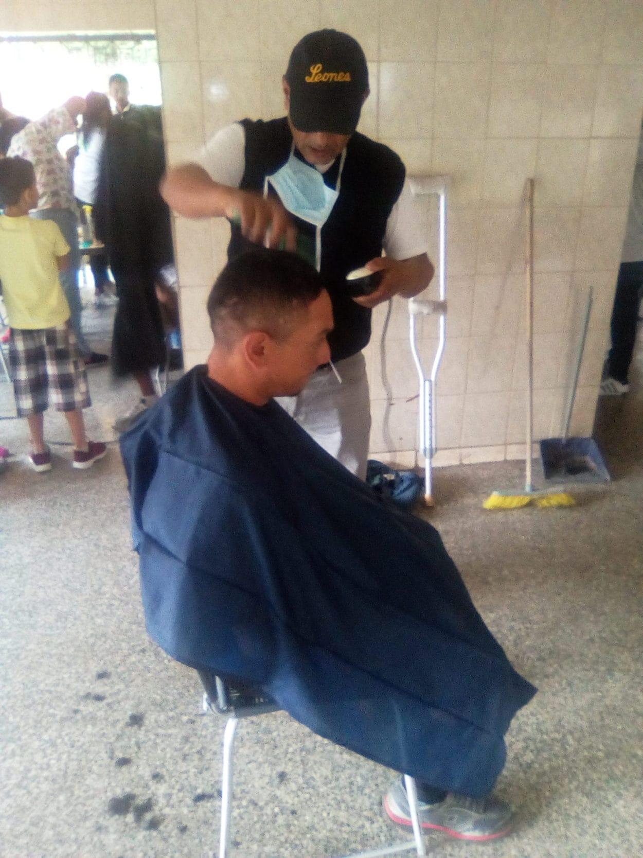 barberia-cronica-uno-vecinos.Coche