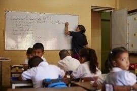 suspenden salario a 250 maestros