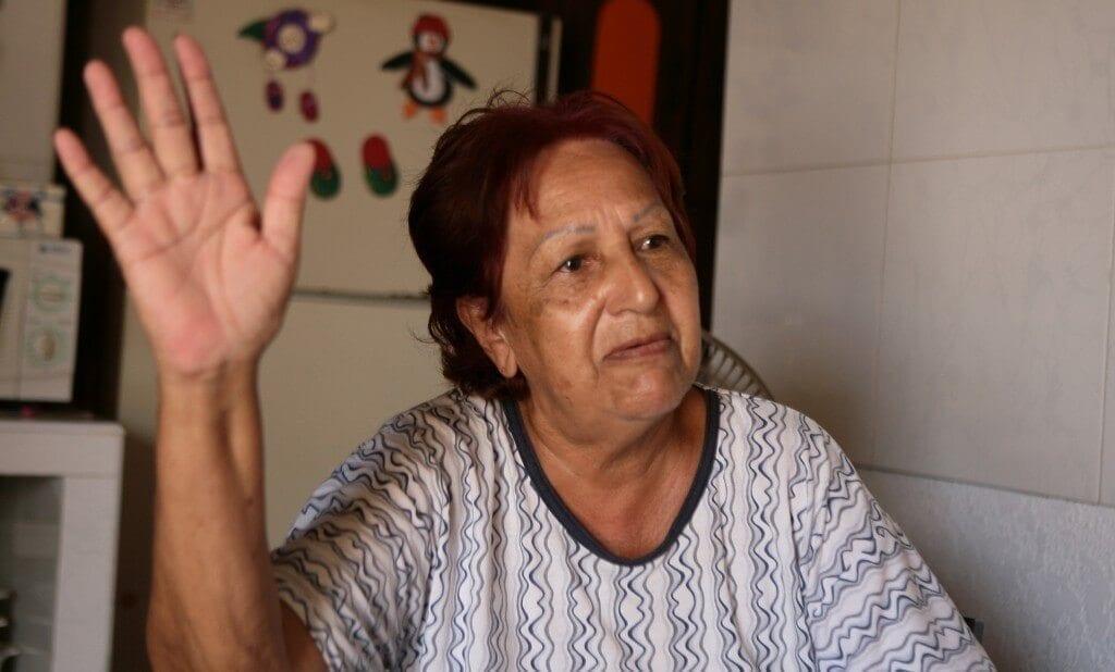 MARACAIBO VENEZUELA:10/09/2015 VECINOS DE ALTOS DEL SOL AMADO DENUNCIAN MAS DE 9 ANOS SIN AGUA Y QUE LOS CAMIONES COBRAN SOBRE EL PRECIO ESTABLECIDO EN LA GRAFICA ESPERANZA BEJARANO