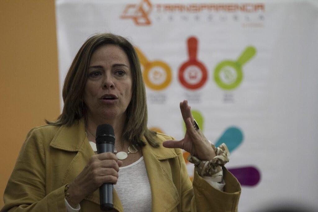 """Mercedes De Freitas, Directora Ejecutiva de Transparencia Venezuela, en su intervención en el Foro """"A 13 años de las misiones, La transformación que requieren"""" de Transparencia Venezuela y el Observatorio de Misiones. CRÓNICA UNO/Miguel González."""