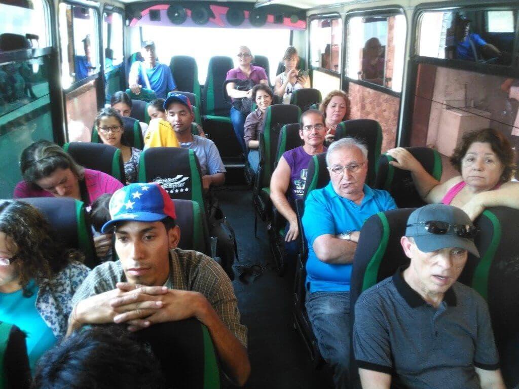 Los firmantes quedaron agotados tras más de cinco horas de camino para ratificar su voluntad. Foto: Carlos Crespo