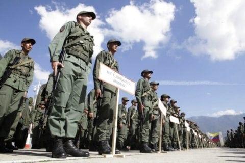 militares y policías metropolitanos