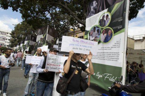 Protesta, pacientes con VIH exigen medicinas.