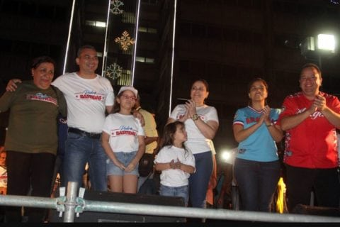 Pedro Bastidas celebra reelección con su familia y gobernador de Aragua Marco Torres