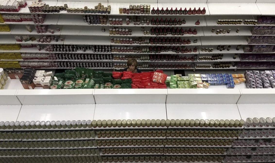 Galería   En los supermercados persiste la crisis de inventarios