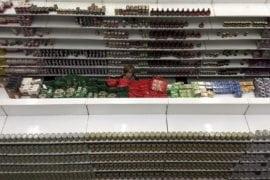 Galería | En los supermercados persiste la crisis de inventarios