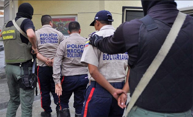 policías detenidos