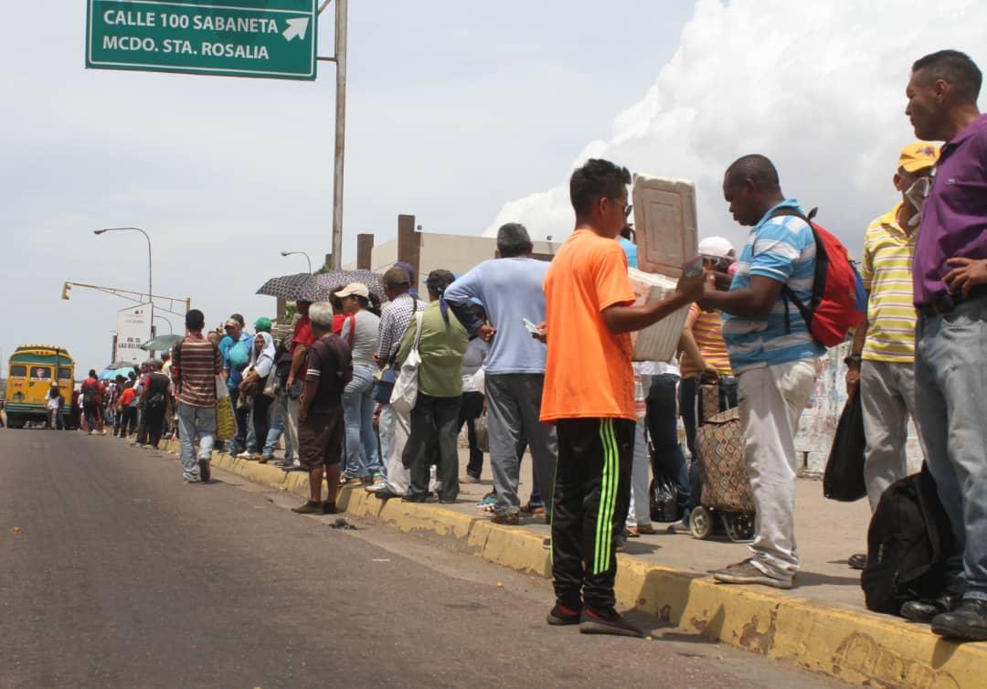 Colas por transporte en Zulia