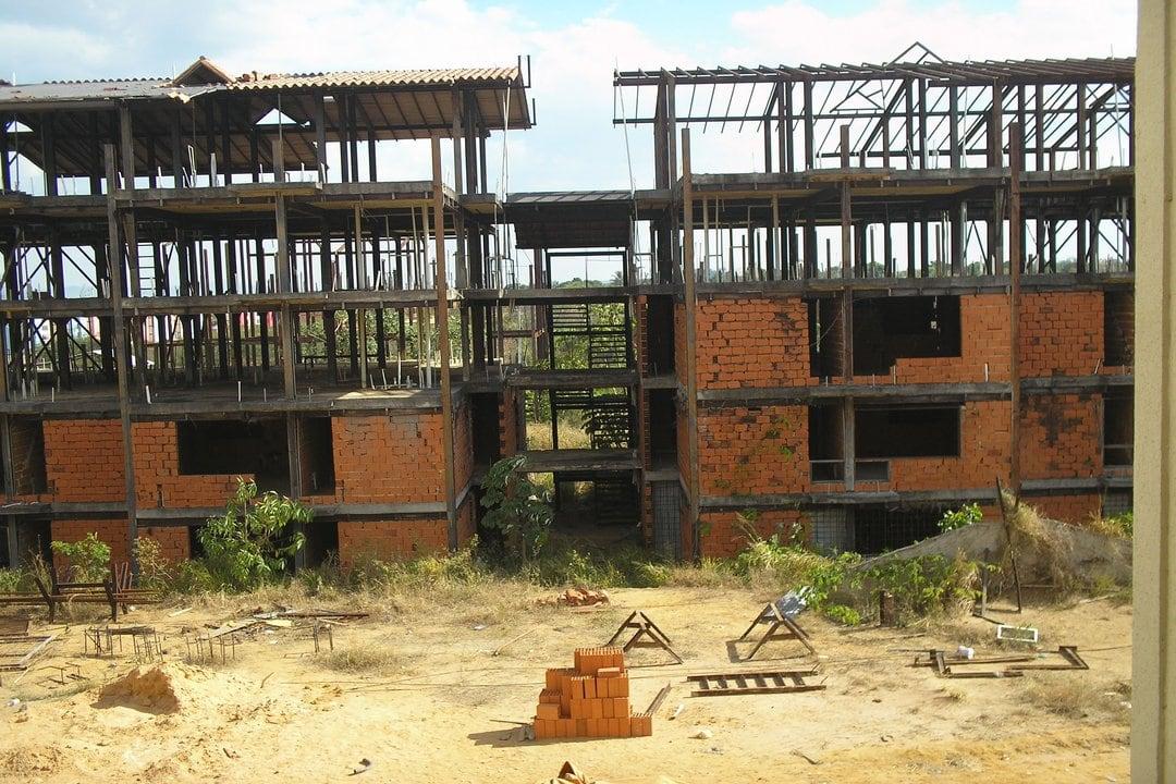 Sector construcción en Bolívar paralizado en 99 %